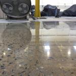 Lapidação de piso de concreto